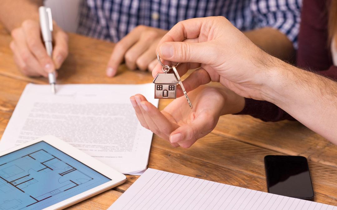 Estos son los impuestos al comprar y vender una casa